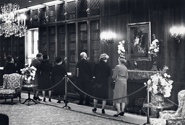 <p>Dedication Day visitors touring the Rare Book Gallery (now Reading Room) at the Hunt Botanical Library, Dedication Day exercises, 10 October 1961, photograph by an unknown photographer, HI Archives Institutional Archives collection, Dedication Day October 1961 album, photo 57.</p>