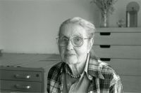 <p>Anne Ophelia Todd Dowden (1907–2007), in her studio, Boulder, Colorado, May 1999, 20 × 25 cm, photograph by Lugene B. Bruno, HI Archives portrait no. 8, reproduced by permission of the photographer.</p>