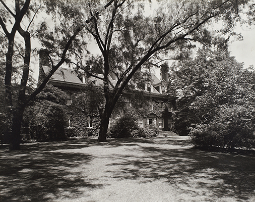 <p>Elmhurst, the Hunt residence on Ellsworth Avenue in the Shadyside section of Pittsburgh, 1953, photograph by Harry and Mary Arnold, HI Archives Hunt collection no. 252, box 57, Elmhurst 1953 green album, photo 30.</p>