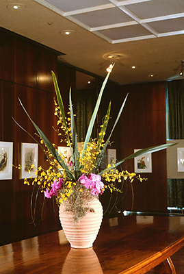 <p>Floral arrangement, during <em>For Love of Nature: Brazilian Flora and Fauna in Watercolor by Etienne, Rosália and Yvonne Demonte</em> exhibition, Hunt Institute gallery, April 1985, photograph by Frank A. Reynolds, reproduced by permission of the photographer.</p>