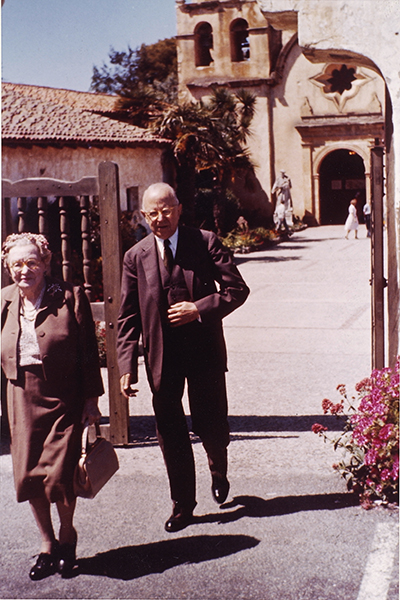 <p>Rachel (1882–1963) and Roy (1881–1966) Hunt, Carmel Mission, California, May 1960, photograph by an unknown photographer, HI Archives portrait no. 73.</p>