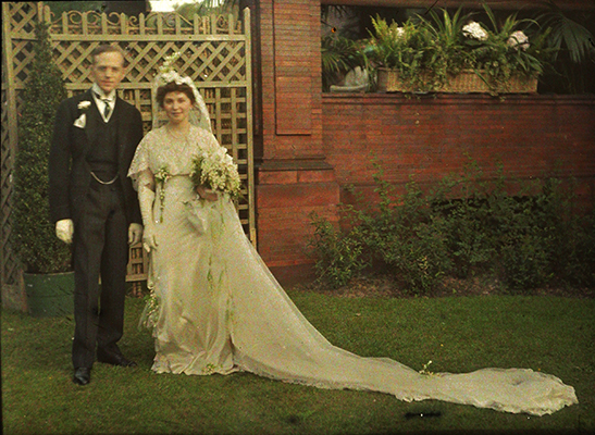 <p>Roy (1881–1966) and Rachel (1882–1963) Hunt, on their wedding day, Pittsburgh, Pennsylvania, 11 June 1913, reproduction of autochrome (with diascope viewer), HI Archives portrait no. 72.</p>